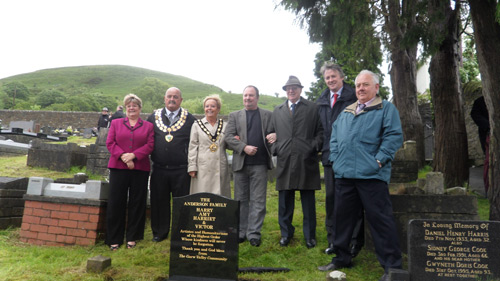 Some of the members of the Anderson family together with the Garw Valley Community Council's Chairman Derek Griffiths, Mayor of the County Borough of Bridgend Marlene Thomas, Paul Howells (author of The Rink), Janice Gregory AM and Hugh Irranca-Davies MP